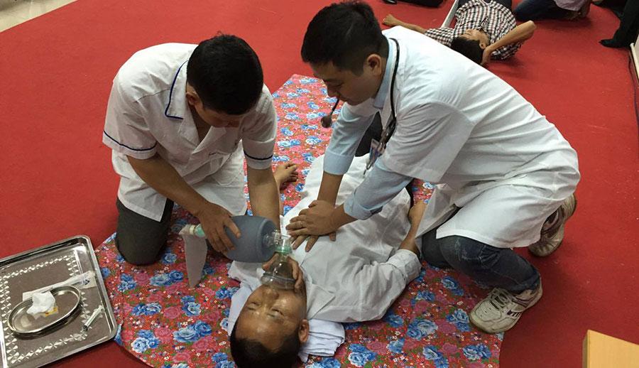 Cấp cứu người bị ngừng hô hấp, ngừng tuần hoàn!