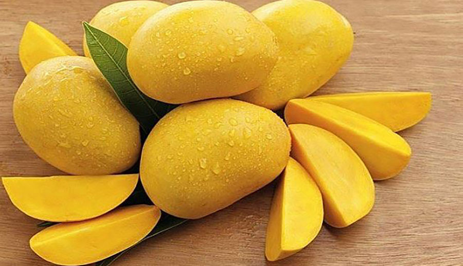 Xoài chứa nhiều kali. Các nhà dinh dưỡng cho biết 100 g loại quả này cung cấp 156mg kali và chỉ 2mg natri. Kali là một thành phần quan trọng của tế bào và dịch cơ thể. Nó cũng giúp kiểm soát nhịp tim và huyết áp. Ảnh minh hoạ: Internet