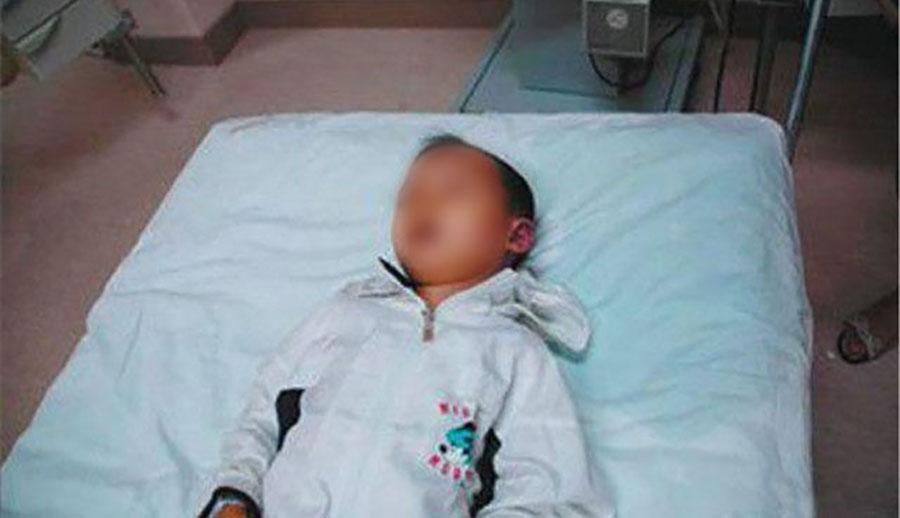 Cậu bé 4 tuổi nhập viện ngay trong đêm sau khi ông nội cho thử ngụm bia.