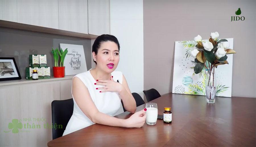 Diễn viên Lê Khánh trải nghiệm sản phẩm Flagold