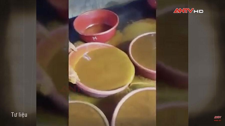Quy trình sản xuất tinh bột nghệ giống bột sắn dây. (Ảnh cắt từ clip)