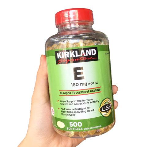 Trên tay hộp Kirkland Signature Vitamin E 180mg