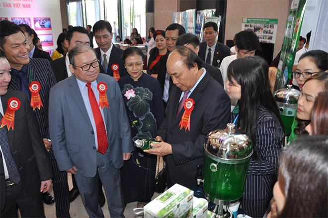 GREEN BEAUTY vinh dự được Thủ tướng Nguyễn Xuân Phúc tham quan gian hàng và chỉ đạo định hướng phát triển tại Lễ kỷ niệm 90 năm ngày thành lập Hội Nông dân Việt Nam và Đại hội thi đua yêu nước lần thứ V giai đoạn 2020 - 2025.