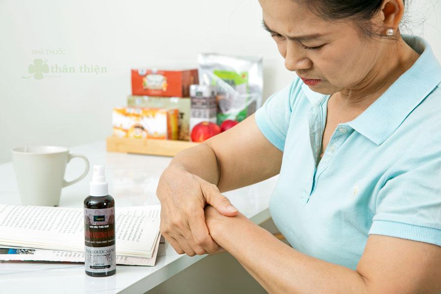 Tinh dầu thảo dược Thiên Vương Khớp, hỗ trợ điều trị viêm khớp, thoái hóa khớp gây ra